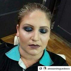 Mais uma maquiagem linda feita aqui! Fazemos maquiagem com ou sem cílios postiços :) #Repost @alessandraguedescs with @repostapp  Make com muito brilho e tons escuros com um toque de azul. #makeesfumada #maquiagemdefestas  #maquiagemportoalegre