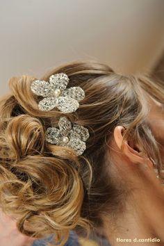 flores de fios banhadas a prata com pérolas swarovski