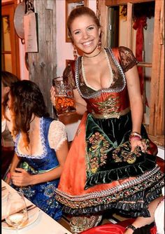 Octoberfest Girls, Oktoberfest Beer, Burlesque Vintage, Dirndl Dress, Beer Girl, German Girls, Lolita, Maid Dress, Business Outfit
