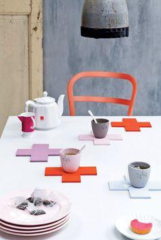 Binnenkort een etentje of high tea bij jou thuis? Dan hebben wij een leuke en functionele tip! Maak zelf onderzetters in verschillende kleuren en vormen.