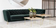 Pour un salon confortable et design, optez pour le canapé en velours vert VALENTIN. 🤩 Décoration d'intérieure design et moderne avec Bowigo. Laura Lee, Tufted Sofa, Scandinavian Design, Decoration, Sofas, Couch, Furniture, Home Decor, Comfortable Couch