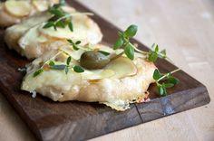 En lille minipizza er en fin måde at servere en masse forskellige slags pizzaer i familien - er gode til madpakken og til picnickurven