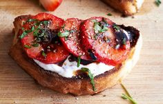 These strawberry balsamic crostini are a quick, easy appetizer, perfect for any occasion this summer! Serves: slicesIngredients list for the strawberry pint fresh cup r… Quick Appetizers, Easy Appetizer Recipes, Brunch Recipes, Easy Recipes, Appetizer Ideas, Churros, Easy To Cook Meals, Simple Meals, Strawberry Balsamic
