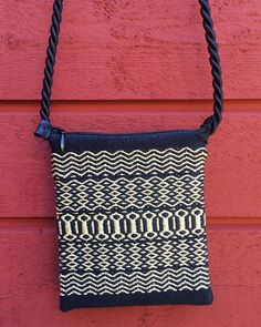 Handwoven purse by Irene Lundell Inkle Weaving, Inkle Loom, Card Weaving, Weaving Designs, Weaving Projects, Fabric Bags, Woven Fabric, How To Make Purses, Textiles