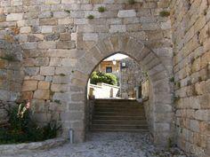 Porta_da_Vila_(Castelo_Bom).