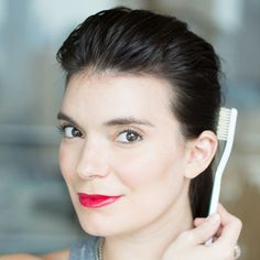 Make your beauty routine 10 times easier with these simple tricks using a toothbrush: taming frizz and flyaway hairs
