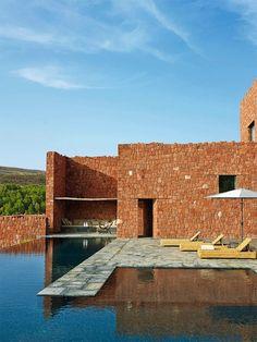 Casa tradicional e moderna em Marrocos
