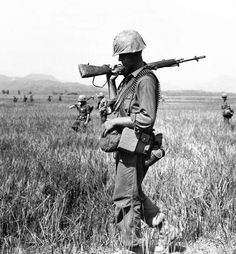 Vietnam War Regular U.S. combat units were deployed beginning in 1965. By the end of the year, 190,000 American soldiers were in Vietnam.