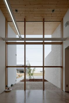 glass wall, outdoor extension, Nakasai Architects