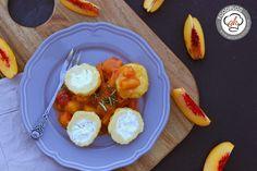 Topfenknödel mit Ziegenfrischkäse und Pfirsichkompott