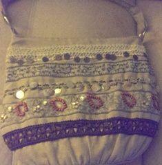 .@VickiBatman - : #handbag Monday w Historical #author Gerri Brousse...