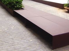 BANQUETA MORELLA is an urban bench, part of the MORELLA series.