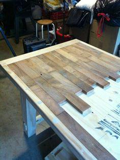Mesa de listones de madera