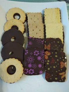 Gluténmentes, barna rizslisztes kekszek Gingerbread Cookies, Gluten Free, Healthy, Desserts, How To Make, Food, Recipes, Gingerbread Cupcakes, Essen