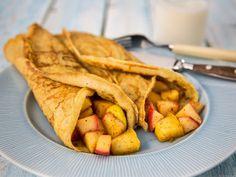 Litt grovere pannekaker med eple- og kanelfyll Vegetarian Recipes, Cooking Recipes, Healthy Recipes, Healthy Food, Crepes And Waffles, Frisk, Clean Eating, Brunch, Food And Drink