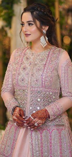Pakistani Dresses Casual, Pakistani Bridal Wear, Pakistani Dress Design, Stylish Dress Designs, Stylish Dresses, Fashion Dresses, Mehendhi Designs, Baby Frocks Designs, Designer Party Wear Dresses