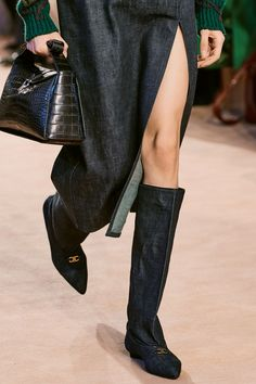 Fashion Week, Fashion Show, Fashion Outfits, Womens Fashion, Fashion Trends, Milan Fashion, Fashion Inspiration, Salvatore Ferragamo, Minimalist Shoes