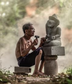35PHOTO - Sasin Tipchai - Stone carver