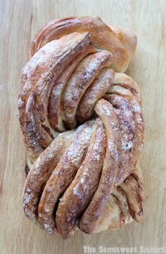I love this look! And it's so easy!! Bread Machine Cinnamon Twist Bread @ http://www.thesemisweetsisters.com/2015/02/03/bread-machine-cinnamon-twist-bread/