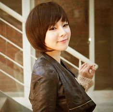 Latest Pic Best Chinese Bob Hairstyles Tips Who created the Bob hairstyle? Bob has been major the league of trend hairstyles for decades. Chinese Bob Hairstyles, Bobbed Hairstyles With Fringe, Short Hairstyles 2015, Blonde Bob Hairstyles, Cute Girls Hairstyles, Short Bob Haircuts, Short Haircut, Asian Short Hair, Asian Hair