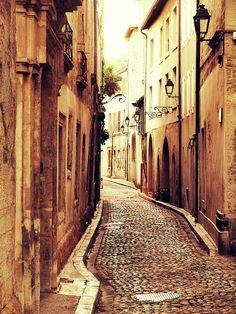 Avignon Street Cobblestones are beautiful - but can be tough on the feet!