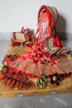 my wedding idea Indian Wedding Gifts, Desi Wedding Decor, Indian Wedding Decorations, Wedding Crafts, Bengali Wedding, Wedding Gift Wrapping, Creative Gift Wrapping, Indian Wedding Invitation Cards, Trousseau Packing