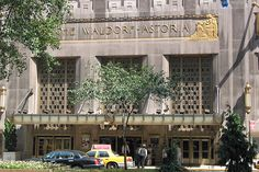 Waldorf-Astoria entrance - New York Pictures 136/274