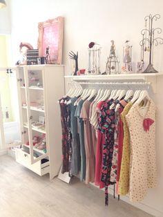 http://www.condosbolsasencadamano.com/2012/03/ya-es-primavera-en-souffle.html  shop styling and decor + clothes and accessories shop