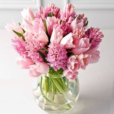 What a pretty bouquet of specialty tulips! They almost look like peonies with their feather like petals Arrangements Ikebana, Spring Flower Arrangements, Beautiful Flower Arrangements, Floral Arrangements, Fresh Flowers, Colorful Flowers, Spring Flowers, Beautiful Flowers, Hyacinth Bouquet