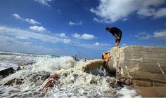 Las aguas residuales de Gaza contaminan acuíferos israelíes, forzando cierres de estos. Israel se vió obligado a detener las estaciones de bombeo de agua después de los vertidos de aguas negras de …