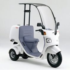 Honda has added electric propulsion to its Japanese domestic market three-wheeled scooter, the Canopy - an electric version of the protected three wheeler, with its capacious cargo space, is certain to create an insatiable demand Motorcycle Companies, Motorcycle News, Best Electric Bikes, Electric Cars, Scooter 50, Scooter Shop, Scooter Custom, Bmw C1, Honda Scooters