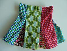 Scrap skirt tutorial in Dutch Sewing Kids Clothes, Sewing For Kids, Diy Clothes, Pleated Skirt Tutorial, Skirts For Kids, Kids Outfits Girls, Different Fabrics, Handmade Clothes, Clothing Patterns