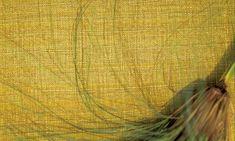 Como una seda a aplicar sobre los muros. Una colección intensa de colores sublimados. Soie, revestimiento mural en no-tejido tratado como un shantung con reflejos sedosos e irisados.Efecto de tejido fino con fibras de sedas imaginarias.Sedoso al tacto y su color es digno de las sedas brutas más bellas, tornasoladas, veladas hindúes.<br><br>Realizada en un soporte no-tejido, se aplica fácil y rápidamente por encolado en la pared y ofrece una sólida resistencia a los impactos. ...