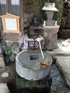 品川神社一粒万倍の泉と富士塚