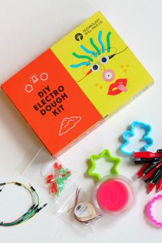Enjoy at home science experiments and learn about circuits with this DIY electric play dough kit from Technology Will Save Us. At Home Science Experiments, Science For Kids, Stem Science, Playdough Activities, Preschool Activities, Motor Activities, Stem Projects, Science Projects, Energy Projects