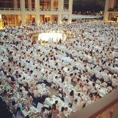 Diner en Blanc New York 2012 at Lincoln Center! Vintage Happy New Year, Pop Up Dinner, Toga Party, Fashion Island, Parisians, Lincoln Center, Dinner Themes, Love Actually, Billy Joel