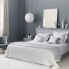 Grey Themes Wall Decoration and White Beds Furniture in Modern Bedroom Interior Design Ideas Serene Bedroom, Gray Bedroom, Trendy Bedroom, Bedroom Colors, Beautiful Bedrooms, Home Decor Bedroom, Bedroom Furniture, Bedroom Ideas, Silver Bedroom