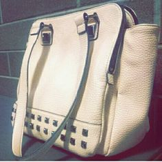 Light pink shoulder bag! FINAL PRICE! Light shade of pink, with two shoulder straps, and 3 different compartments! Lots and lots of room. Bags Shoulder Bags