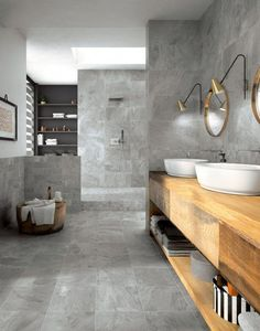 The stone-effect bathroom is characterized by meticulous attention to detail and … Large Bathrooms, Rustic Bathrooms, Modern Bathroom, Small Bathroom, Bathroom Niche, Master Bathroom, Bathroom Lighting, Wood Bathroom, Modern Mountain Home