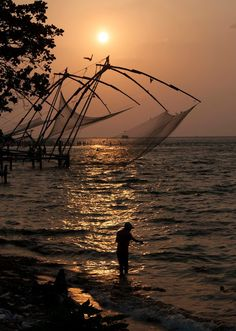 Chinese fishing nets in Kochin in Kerala. Super cool! #india #kerala #kochin #travel #wanderlust