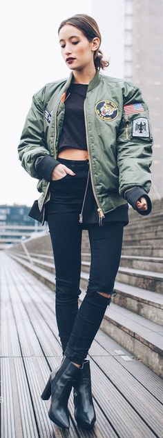 Trendy bomber jacket outfits for any season! 40 Casual Bomber Jacket Outfits for Winters 'Cause it's Back in Trend' Winter Outfits, Summer Outfits, Cute Outfits, School Outfits, Summer Dresses, Estilo Hip Hop, Style Streetwear, Streetwear Fashion, Street Style