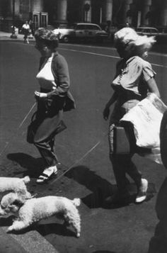 """Garry Winogrand, Untitled, from the """"Women are Beautiful"""" portfolio, s.d., portfolio 1981, gelatin silver print. © MoCP / Gift of Jack A. Jaffe, Focus/Infinity Fund."""