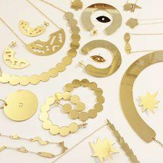 Les bijoux hirn&herz se sont habillés de lumière. Toute la collection en laiton est maintenant dorée à l'or fin et c'est trop beau ! !!! #hirnundherz #handmade #jewelry #dorealorfin