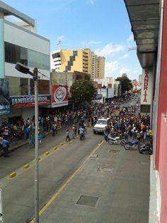 Colas en el centro de Barquisimeto