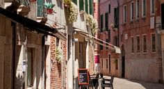 Finding an affordable and amazing authentic Venetian restaurant is easy with a little help from the author of the best-selling Eat Venice app. (From: Best Restaurants for Budget Travelers in VENICE!)