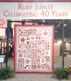 I went to a quilt exhibit in a Quilt Market in Houston Texas! #40yearsofquilting #RubyJubilee