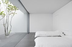 The 'Minimalist House' Definitely Lives Up To Its Name is part of architecture - This Okinawabased residence, appropriately named 'Minimalist House', by architects Shinichi Ogawa & Associates is every minimalist's dream The clean, white Minimalist Architecture, Minimalist Interior, Minimalist Living, Minimalist Bedroom, Minimalist Design, Interior Architecture, Interior Design, Design Interiors, Minimalist Style