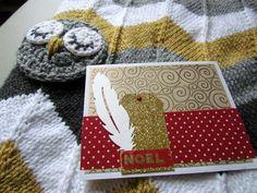 Une couverture/plaid chevrons au tricot et une carte