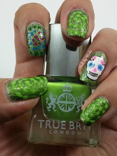 Nail Art Día de Muertos. #ChinaGlaze But of Corpse. #TrueBrit Alfie. #MoYouLondon Explorer 08.