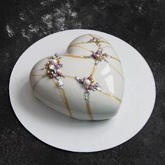 The heart was the first, actually! I tested this type of decoration on it ))) // Первый подопытный сердешный торт. На нем я тестила новый декор, так как вообще не была уверена, что из этого выйдет. Но судя по лайкам ( цифры которых для моей скромной натуры вообще невиданные) он вам понравился! Спасибо! _______________________________________________#торт #cake #pastry #pastrydesigns #pastrychef #yumm #yummy #Екатеринбург #тортыжби #жби #тортыжби #тортекб #муссовыйторт #cake #glase #insta...